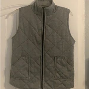 Zip up vest with houndstooth pattern.